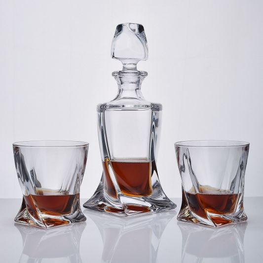 Quadro 3-Piece Whisky Decanter Set in Presentation Box