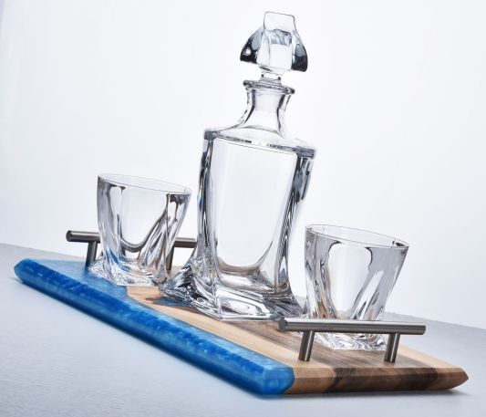 Quadro Decanter Set on Walnut and River Blue Tray