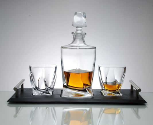 Quadro Whisky Decanter 3-Piece Set With Contemporary Handfinished Slate Tray